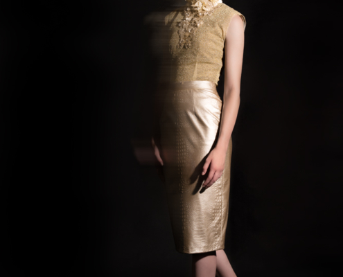 Golden outfit dark photography - Fashion editorial Ruud van Ooij