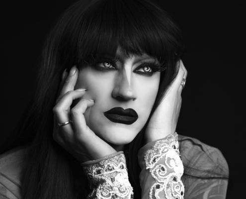 Drag queen black and white portrait with Marlene Dietrich inspiratie - Ruud van Ooij LGBT photography