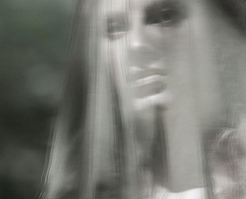 Green veil portrait movement - Fashion photography Ruud van Ooij