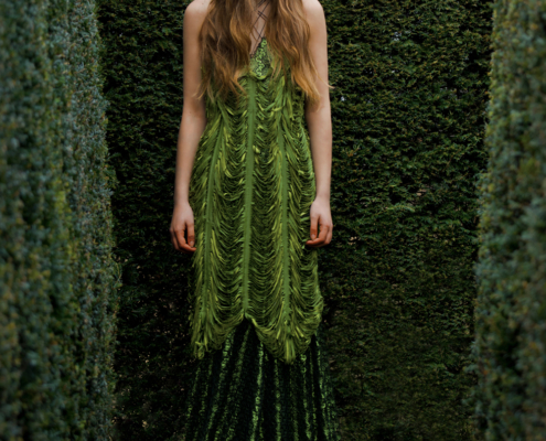 Long green cut dress in maze by Haruco-vert - Fashion photo Ruud van Ooij
