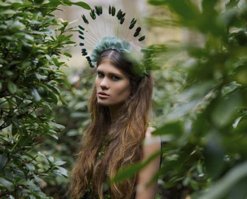 Beetle wing halo headpiece by Haruco-vert - Fashion photo Ruud van Ooij
