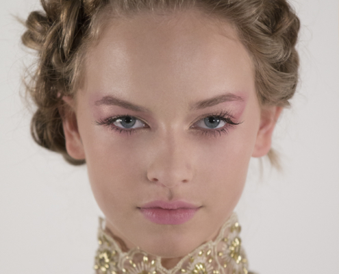 Fashion portrait with pink pastel make up and golden top Haruco-vert - Fashion photography Amsterdam Ruud van Ooij