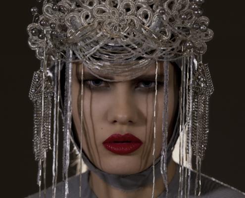Fashion portrait silver headpiece with grey top by Haruco-vert - Fashion photo Ruud van Ooij