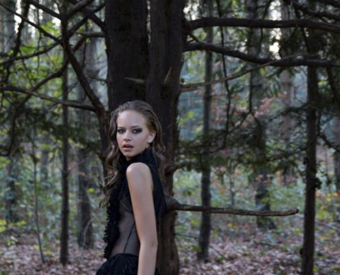 Black lace dress in woods Haruco-vert - Fashion photography Amsterdam Ruud van Ooij