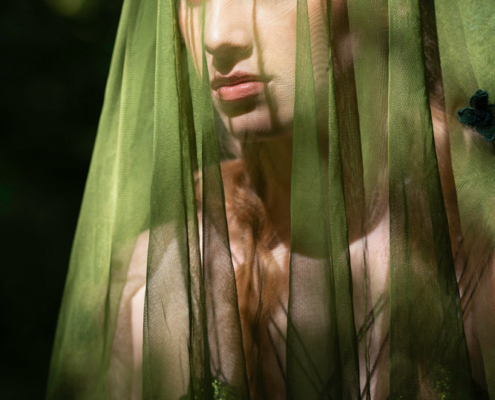 Green veil in sunlight portrait - Fashion photography Ruud van Ooij